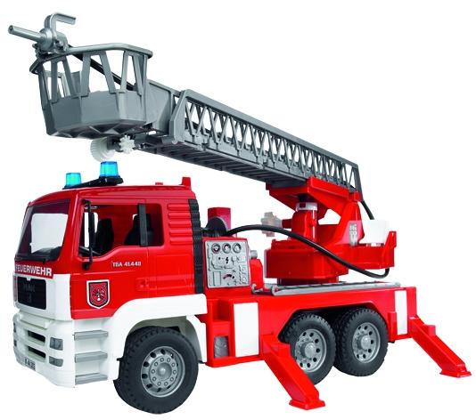 Bruder MAN Feuerwehr mit Drehleiter, Wasserpumpe und Licht & Sound Modu